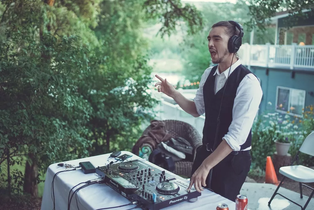 This vendor highlight will be highlighting a Tacoma, Seattle, WA DJ. DJ Dane serves weddings and events with DJ and MC services for weddings and events in the Tacoma and Seattle areas.